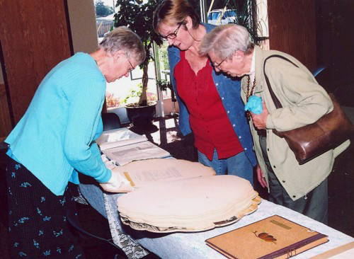 archival-scrapbook-viewing-aauw-web
